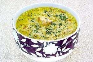 Куриный суп с рисом и сыром готов