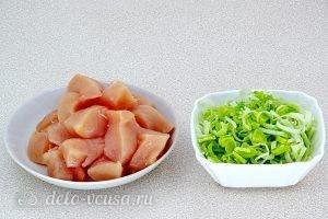 Куриный суп с рисом и сыром: Подготовить курицу и лук