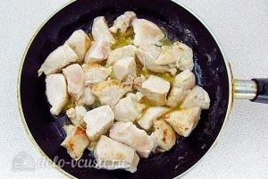 Куриный суп с рисом и сыром: Обжарить куриное филе