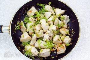 Куриный суп с рисом и сыром: Обжарить лук до мягкости