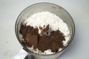 Шоколадные блинчики с шоколадной начинкой: Перемешать ингредиенты для теста
