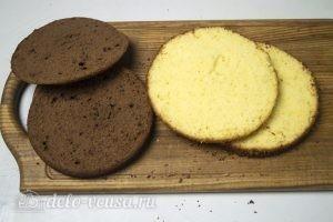 Шоколадный торт Дуэт: Разрезать каждый бисквит пополам