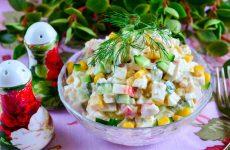Салат с крабовыми палочками, кукурузой и огурцом