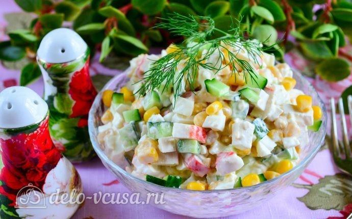 Салат с крабовыми палочками, кукурузой и огурцом: фото блюда приготовленного по данному рецепту