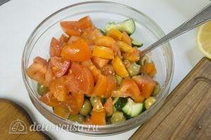 Овощной салат с тунцом: Добавить помидоры