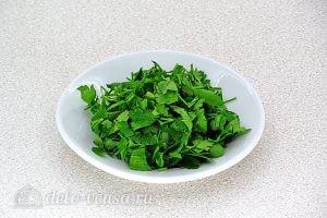 Суп из консервированной сайры с пшеном в мультиварке: Измельчить зелень