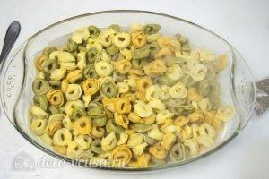 Тортеллини в духовке: Выложить тортеллини в форму