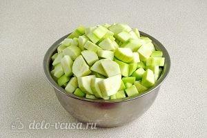 Варенье из кабачков и черной смородины: Нарезать кабачки