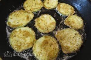 Закуска из жареных кабачков с помидором: Переворачиваем кабачки