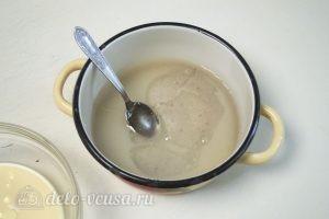 Зеркальная глазурь: Соединить сахар, сироп глюкозы и воду