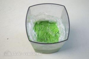 Зеркальная глазурь: Глазурь накрыть пищевой пленкой и оставить в холодильнике