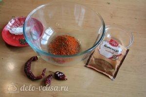 Сухая аджика: Соединить перец и чили