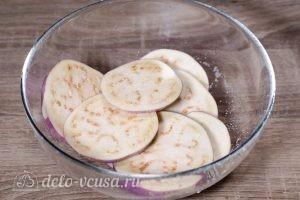 Баклажаны под сыром в духовке: Засыпать солью