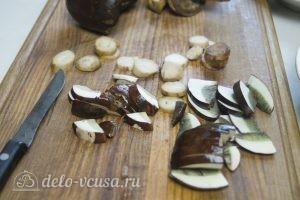 Грибы запеченные: Нарезать грибы
