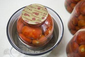 Маринованные помидоры: Теперь банки с помидорами нужно стерилизовать