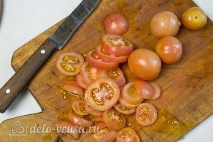 Овощной пирог: Помидоры нарезать