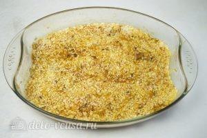 Рис с куриными ножками в духовке: Разровнять рис в форме