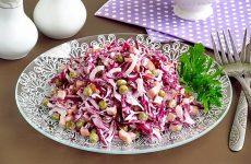 Салат из краснокочанной капусты с колбасой