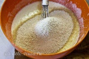 Творожный кекс с малиной: Добавить муку овсяную