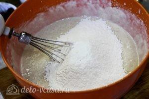 Творожный кекс с малиной: Добавить муку пшеничную
