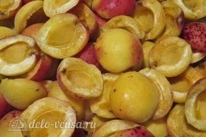 Варенье из абрикосов половинками: Делим абрикосы