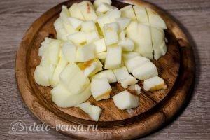 Яблочный крамбл: Яблоки порезать кубиками