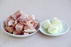 Чебуреки на кефире с мясом: Мясо и лук подготовить