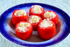 Помидоры фаршированные сыром и чесноком: Начинить помидоры сыром
