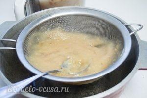 Яблочное масло: Перетереть пюре через сито