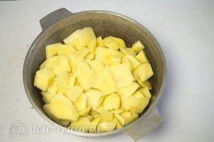 Картофельные зразы с грибами и сыром: Отварить картофель