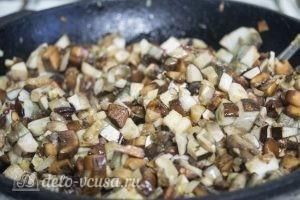 Картофельные зразы с грибами и сыром: Обжарить грибы с луком