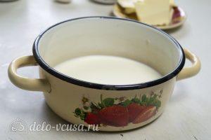 Крем пломбир на сливках: Довести молоко до кипения