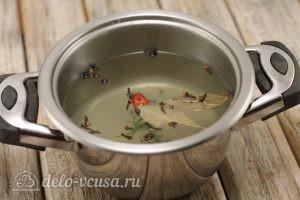 Маринованные огурцы на зиму: Заливаем и сливаем воду несколько раз