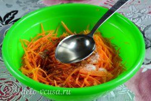 Морковь по-корейски с приправой: Добавить масло
