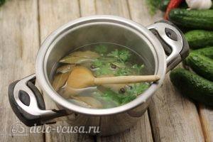 Маринованные огурцы с луком: Готовим маринад