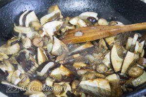 Паста с курицей и грибами: Обжарить грибы