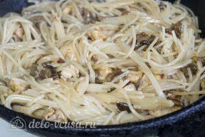 Паста с курицей и грибами: Добавить пасту