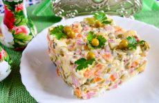 Салат Московский с копченой колбасой