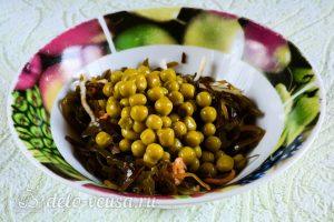 Салат из морской капусты с огурцом: Измельчить морскую капусту