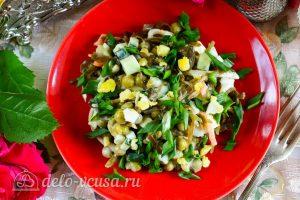 Салат из морской капусты с огурцом: Охладить салат