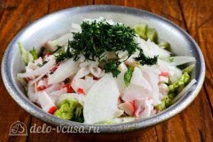 Салат из пекинской капусты и крабовых палочек: Соединить все ингредиенты