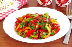 Салат из жареного перца с петрушкой и чесноком
