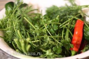 Соленые огурцы с водкой: Промыть зелень