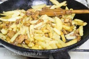 Жареная картошка с лисичками: Смешать картошку с грибами