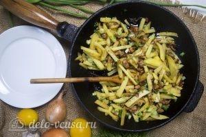 Жареная картошка с лисичками готова