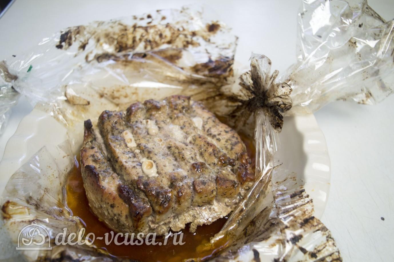 запечь мясо в духовке в рукаве видео рецепт
