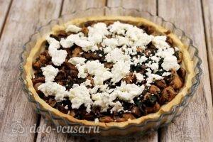 Киш с курицей и грибами: Выкладываем сыр