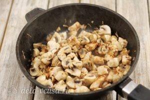 Киш с курицей и грибами: Добавляем грибы