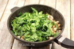 Киш с курицей и грибами: Добавляем шпинат