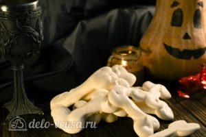 Кости из безе на Хэллоуин готовы